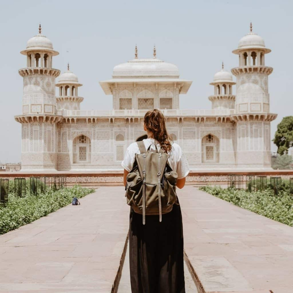 4 Tips For Millennials Wanting To Travel Abroad - The confused millennial, millennial blog
