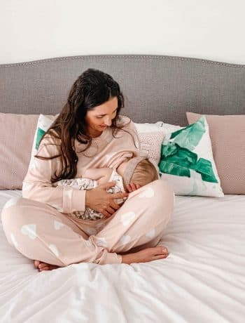 13 Breastfeeding Tips & Things Moms Want You To Know, advice from moms on breastfeeding and pumping and latching, working through pain and supply issues for beginners with newborns, breast feeding problems, hacks, sore nipples, supplements, care for mom and baby during breastfeeding struggle, #breastfeeding, #pumping, #latching, #newborn, #newmom, #nipplecare, #womenissues, #womenshealth
