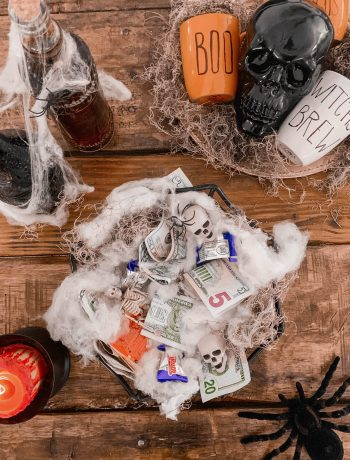 HOW TO SAVE MONEY THIS HALLOWEEN: 27 TRICKS THAT'LL FEEL LIKE A TREAT, halloween spending, halloween shopping hacks, keep candy sales low, ways to save money and have a frugal but spooky and festive halloween, ways to save money on halloween costumes and with kids as a family, #halloween, #budgethalloween, #moneytips, #savemoney, #savingmoneytips, #personalfinances, #frugalliving