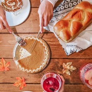 31 Ways To Save Money On All Things Thanksgiving, how to save money on thanksgiving decorations, dinner, sides, desserts, appetizers, drinks, turkey, tables capes, cheap thanksgiving ideas for crafts and activities to do with the kids or family, thanksgiving menu and recipe suggestions, beautiful thanksgiving centerpieces and table settings on a budget, frugal living thanksgiving hacks, living luxe during the holidays for millennial moms, #Thanksgiving #Thanksgivingideas #thanksgivingtips