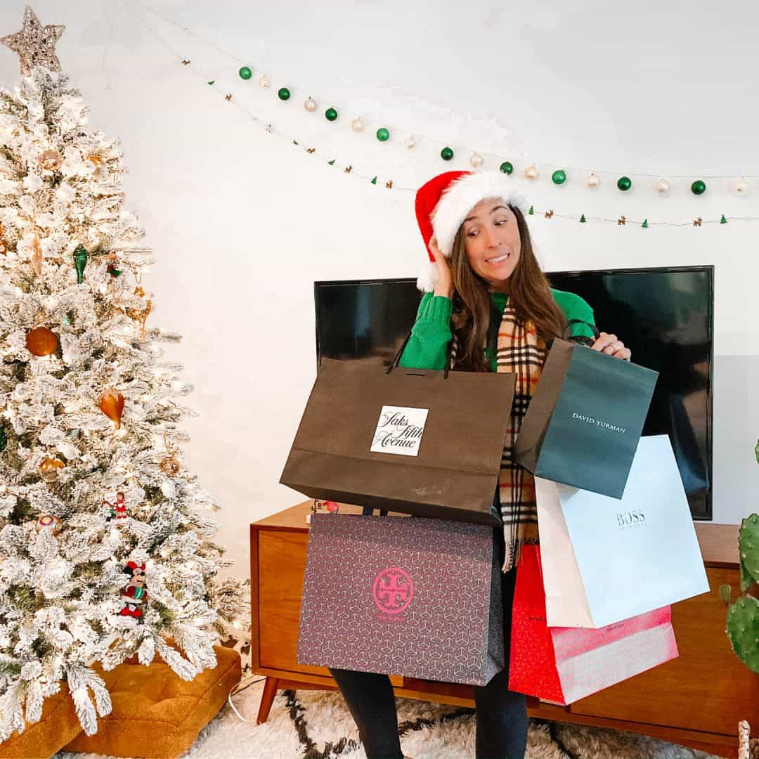 39 Money Saving Hacks You Need This Christmas Season, save money christmas shopping tips for gift and holiday home decor and christmas dinner, frugal living hacks for christmas time with decorations, crafts, treats, wreaths, and more, financial hacks for christmas time to stick to your budget and not overspend, smart money ideas for christmas season, #christmashacks, #christmastips, #christmasideas, #christmasgifts