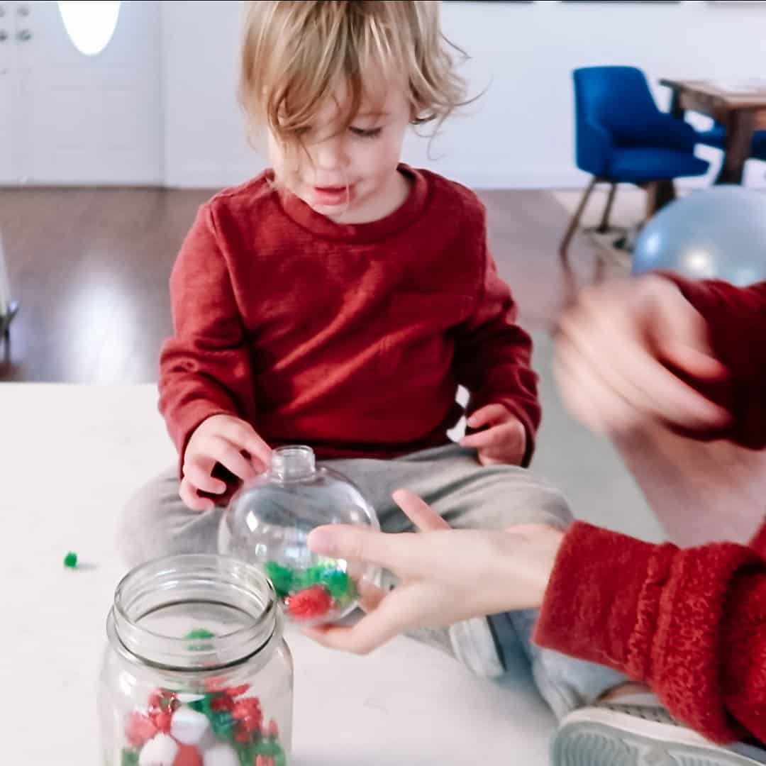 EASY-Fine-Motor-Activity-For-Toddlers_-Pom-Pom-Ornament