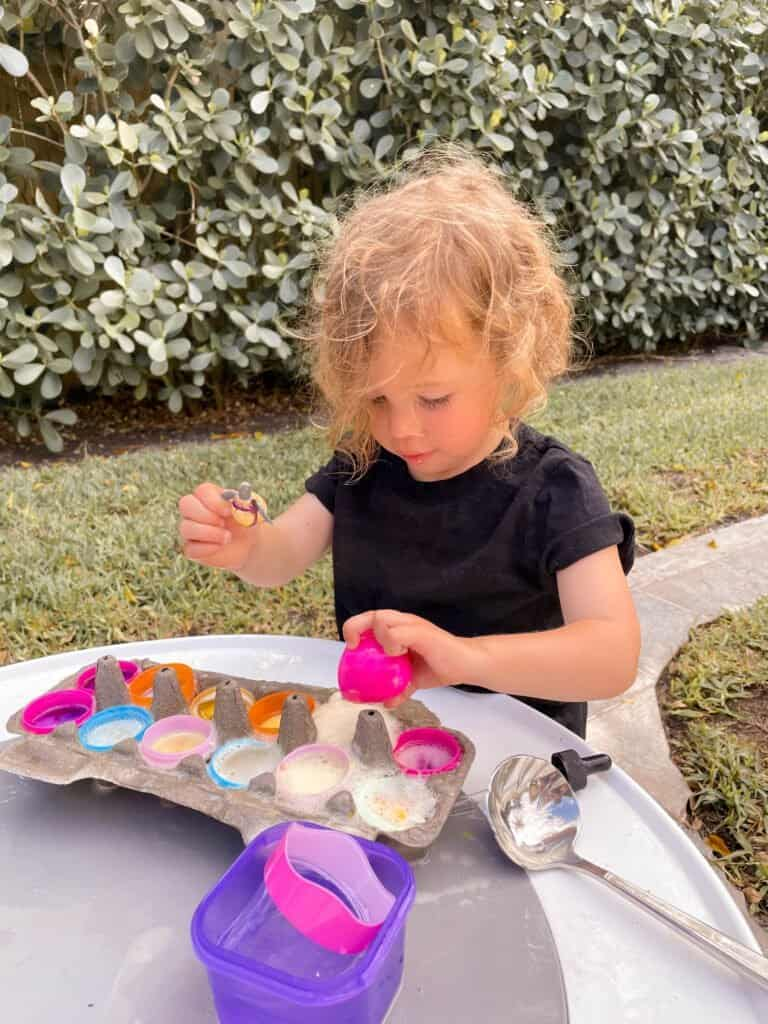 A STEM easter activity for toddlers using supplies you already have at home! Fizzy Eggs will keep your preschooler engaged in a fun baking soda and vinegar experiment with eggs for hours!